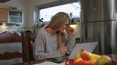 čtyřicátá léta : A work from home woman wearing reading glasses looks straight. Dostupné videozáznamy