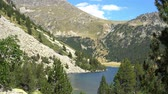 falésias : Lake in a national park at the foot of the mountains in a pine forest.
