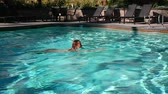 natation : Woman is swimming in the pool.