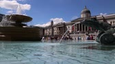 Лондон : Fountains outside National gallery in London Стоковые видеозаписи