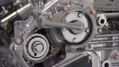 образование : V6 engine cutaway showing timing chain and gear action
