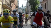 concorrente : LVIV, UKRAINE - MAY 2018: Column of sportsmen amateurs cyclists moving on the city bikes