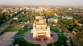 buddhista : The golden abode of Buddha Shakyamuni at sunrise is the largest Buddhist temple in the Republic of Kalmykia, one of the largest Buddhist temples in Europe.