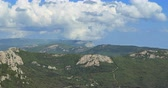 куш : Panorama on a plateau with Mount Ai-Petri. View from Mount Kush-Kaya. Crimea. Time Lapse Стоковые видеозаписи