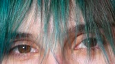 kâkül : Close-up of female eyes. Green hair in front of eyes.