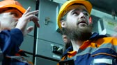inspetor : Two workers talking in a factory. Stock Footage