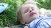 inocente : Close up of baby girl lying on picnic blanket