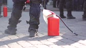 regolamento : Police with fire extinguisher to disperse rallies. Filmati Stock