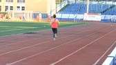 kurs : DZERZHINSK, RUSSIA - MAY 15, 2018: The girl runs along the treadmill