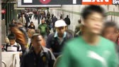 chodba : Time lapse of a crowd of New Yorkers walking through the subway tunnels Dostupné videozáznamy