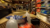 kordé : Time Lapse of shopping cart moving through the aisles of a supermarket, filling with items Stock mozgókép