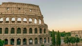 Рим : Rome Italy time lapse 4K, night to day sunrise timelapse at Colosseum Стоковые видеозаписи