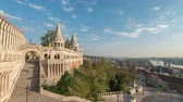 budapeşte : Budapest Hungary time lapse 4K, city skyline timelapse at Matthias Church and Fisherman Bastion