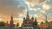 バジル : Moscow Russia time lapse 4K, city skyline sunset timelapse at Red Square and Saint Basil s Catherdral