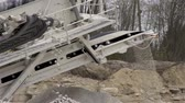 kamie�� : A machine called splinter used for splitting rocks to crushed gravels