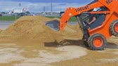 pneus : Demonstration demonstration of the possibilities of mini-loaders. Construction machinery at work. Vídeos