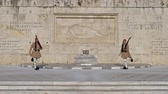 ismeretlen : Ceremony of changing of Presidential guard Evzones by the Greek tomb of Unknown Solder, Athens, Greece
