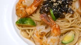 меню : Motion video of seafood pasta  Spaghetti with shrimp on white dish (Selective Focus)