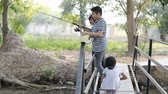 örnekleri : PRACHUAP KHIRI KHAN, THAILAND - JANUARY 28, 2018: Children enjoying and learning new fishing skills, Hua Hin, Thailand. Stok Video