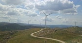 mlýn : Aerial view, by drone of a wind turbines on top of mountains, cloudy sky as background, in Portugal Dostupné videozáznamy