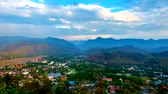 Timelapse of Landscape View City Mae Hong Son In High angle view of Mae Hong Son City, northern Thailand. clouds motion. Stok Video
