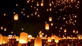 Time lapse video 4k, Floating lanterns on sky in Loy Krathong Festival or Yee Peng Festival , traditional Lanna Buddhist ceremony in Chiang Mai, Thailand Wideo