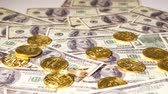 денежный : golden coins on dollars banknotes belong to virtual cryptocurrency bitcoin becoming popular all over world
