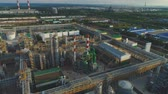 petroquímico : flycam moves above long metal constructions around powerful equipment and processing workshops Stock Footage