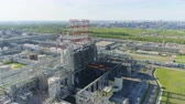 верхний : beautiful upper view powerful gas refinery plant towers Стоковые видеозаписи