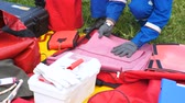concorrentes : electricians put things into portable red tool bag at competitions