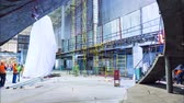 architektura a stavby : motion inside building shopping center with workers timelapse