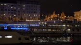 バス : Tourist Boats Night River
