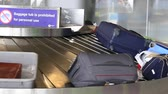 旅遊 : BANGKOK, THAILAND - MARCH 20, 2014: Baggage conveyor belt in the Suvarnabhumi Airport carrying the passenger luggage.