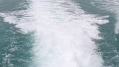 lancha : Video 1920x1080 blue ocean sea with fast yacht boat wake foam of prop wash
