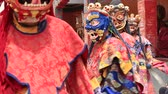 místico : LAMAYURU, INDIA - JUNE 14, 2015: Tibetan lamas dressed in mystical mask dancing Tsam mystery dance in time of Yuru Kabgyat Buddhist festival at Lamayuru Gompa, Ladakh, North India Stock Footage