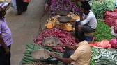 berinjela : MATARA, SRI LANKA - NOVEMBER 5, 2014: Unidentified sellers in street market sell fresh fruits and vegetables. Many people buy fresh food on the street rather than at shops.