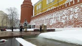 солдаты : MoscoMoscow, Russia-February 17, 2018: divorce guard at the eternal flame in Moscow. Russiaw, Russia-February 17, 2018: divorce guard at the eternal flame in Moscow. Russia