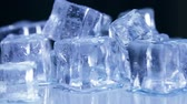 průsvitný : Ice cubes for drinks. Simulate cold ice cubes. The dolly video. Toned