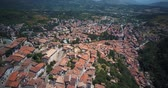 toscana : Aerial drone footage video - panoramic view of Tagliacozzo, AQ. Italy Vídeos