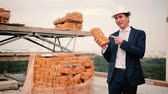 produktivita : The foreman advertise brick at construction site