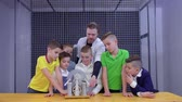 boşaltmak : Group of boys explore wimshurst machine in museum of science Stok Video
