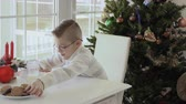 školák : Cute little boy write wish list to Santa Claus