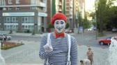 gesticulando : Funny mime in red beret show thumb up at fountain background