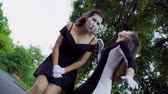 gesticulando : Two funny mimes girls imitate flirt on camera
