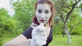 действие : Three funny mimes imitate to turn camera