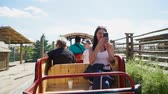 struś : Group of people ride open car at the contact zoo