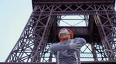 role : Funny mime at Eiffel tower background Dostupné videozáznamy