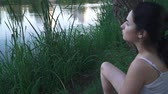 solitário : Sad girl on the river bank Stock Footage