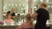cosmetologist : Beautiful young girl in a beauty salon Stock Footage