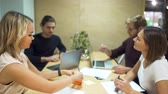 дебаты : Cheerful student group chatting and working together in college cafe area